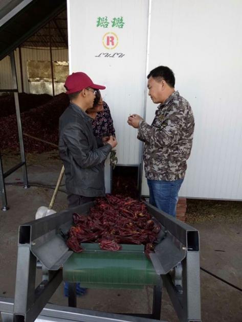 董事长在内蒙古客户工厂指导设备的使用